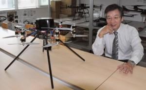 Profesor Nonami a jeho hexaptéra, která se již brzy vydá do skutečného pekla – prostoru natavených reaktorů fukušimských bloků